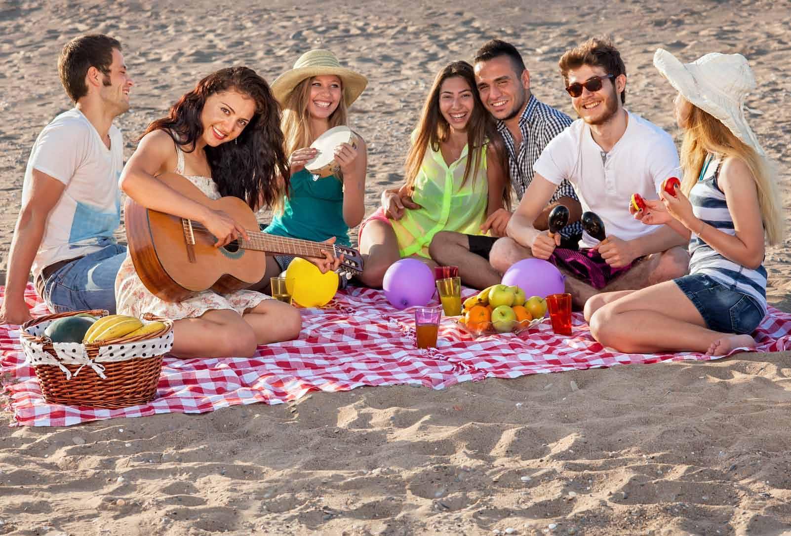 Студенты на пляжу 20 фотография